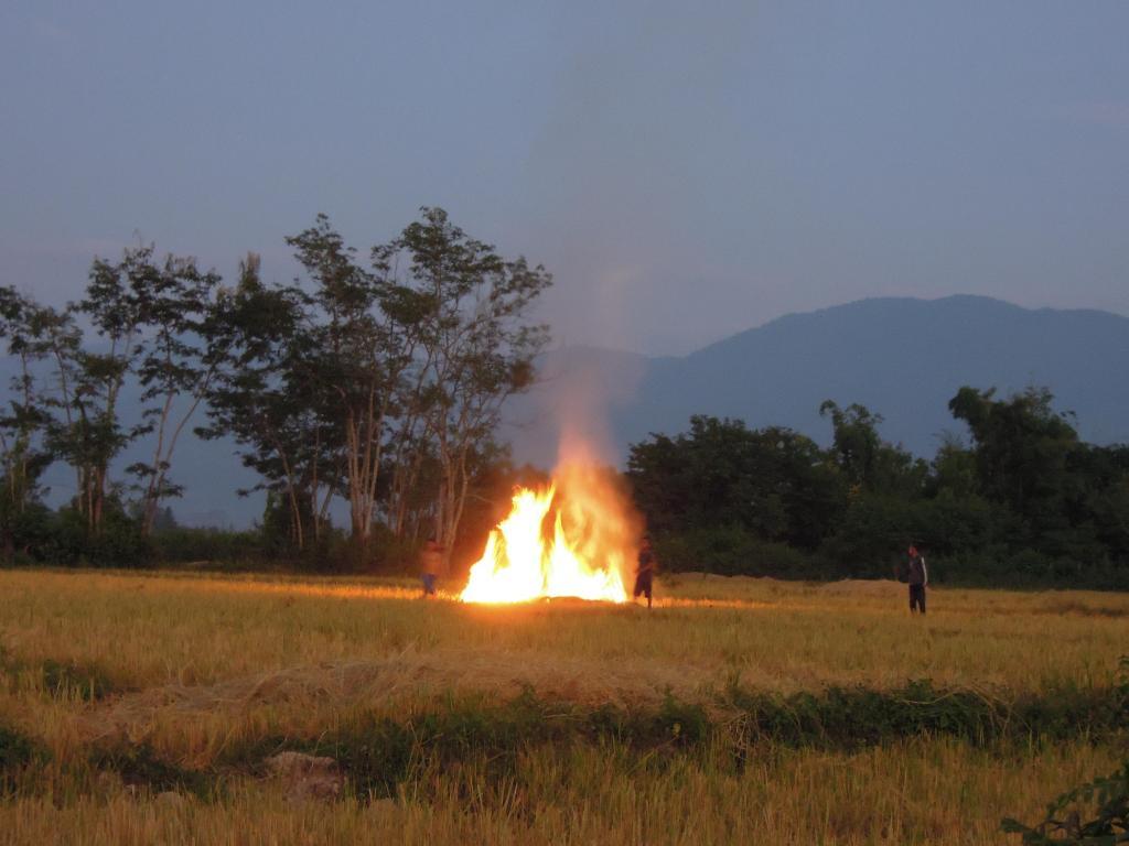 Zabawa przy ognisku, Muang Sing, fot. A. Mielczarek