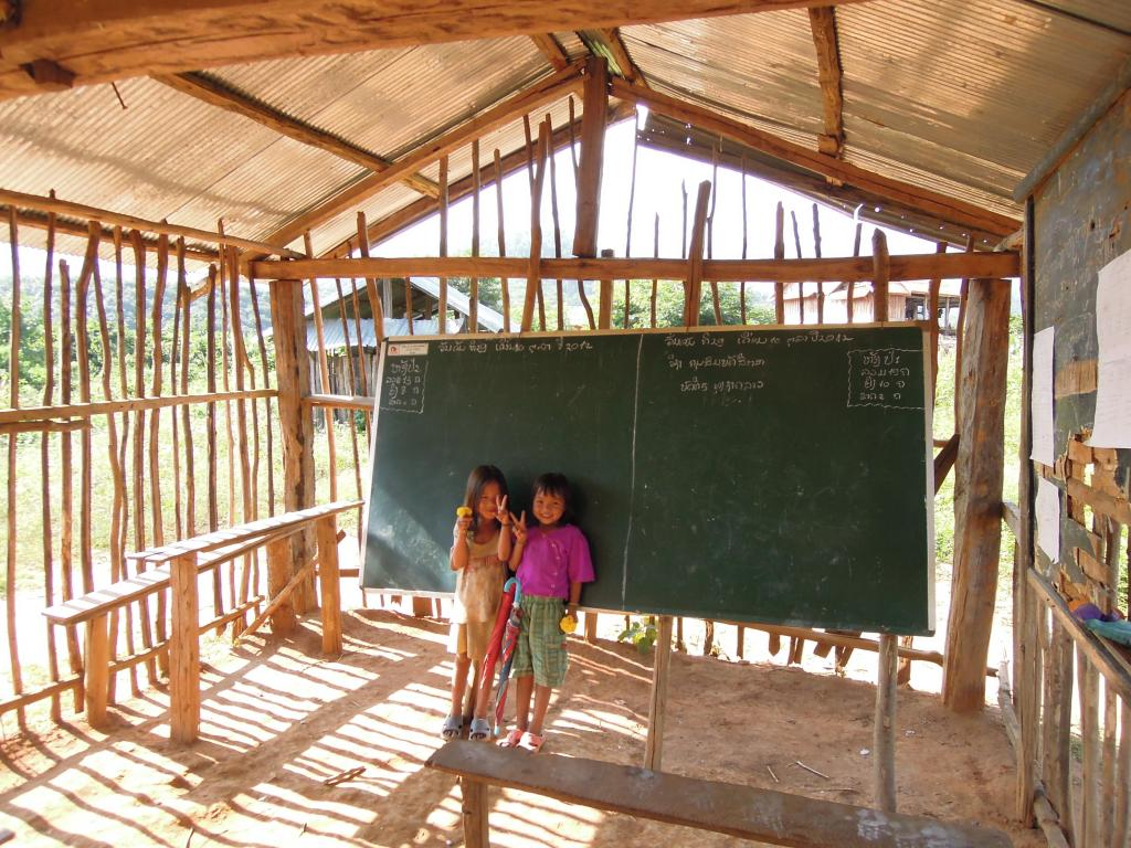 Uczennice wiejskiej szkoły niedaleko Luang Nam Tha, fot. A. Mielczarek