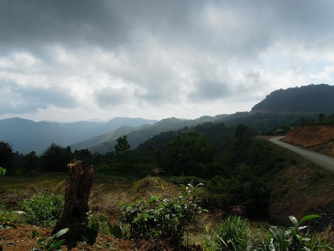 Mountain scenery on the way from Phongsali to Hat Sa (port on the river Nam Ou), photo by Martin Lehrmann