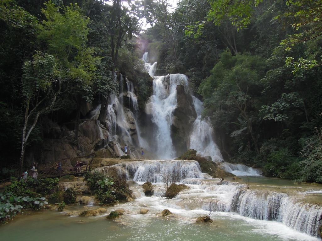 Wodospady Tat Kuang Si są dużo bardziej imponujące w naturze, fot. M. Lehrmann