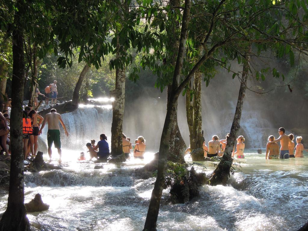 Wodospady Tat Kuang Si, skok do wody dla ochłody, Luang Prabang, fot. M. Lehrmann
