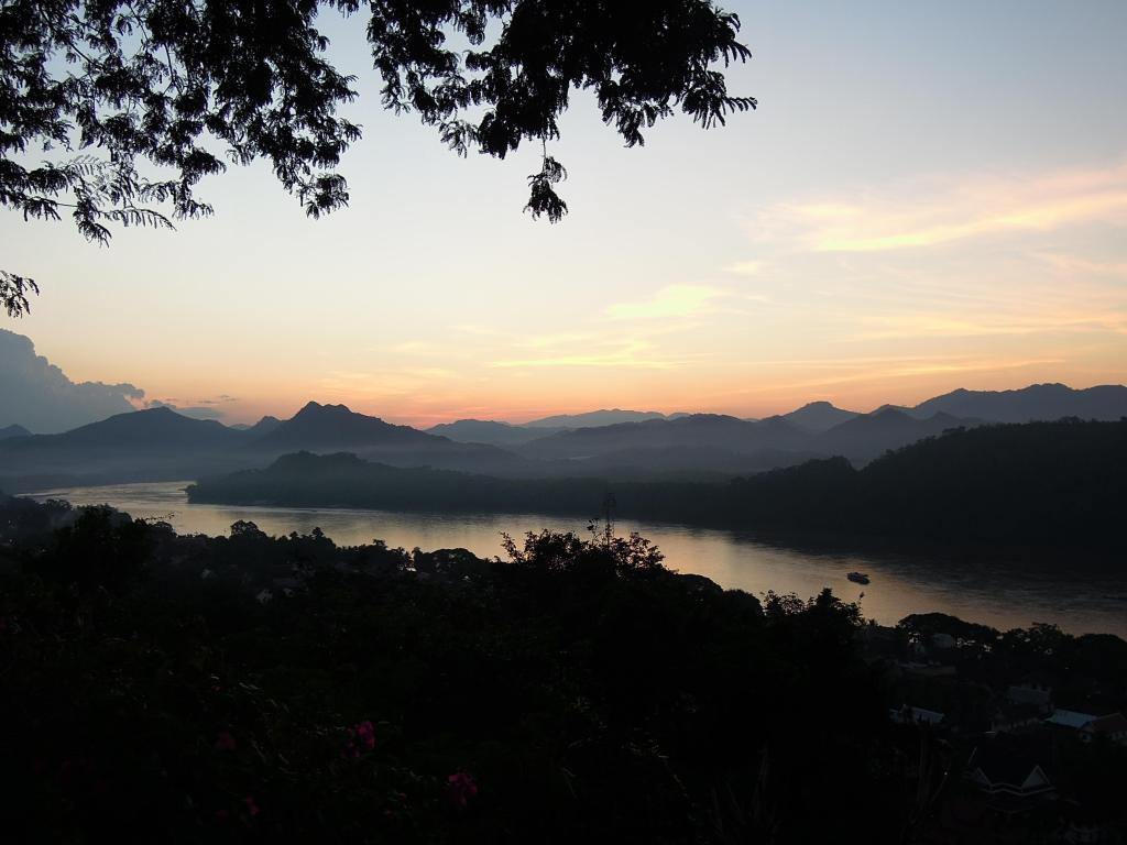 Mniej więcej o takie zdjęcie im chodzi, jak sądzę. Zachód słońca nad Mekongiem w Luang Prabang, fot. M. Lehrmann