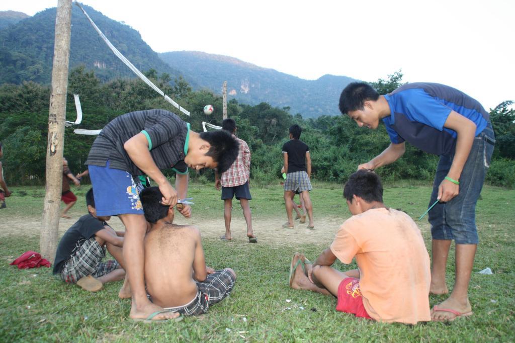 Postrzyżyny, Muang Ngoi Neua, fot. Pep Puig