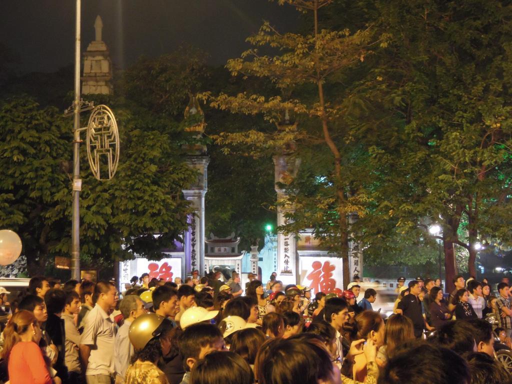Ulubione miejsce spotkań mieszkańców Hanoi, okolice jeziora Hoan Kiem, fot. M. Lehrmann