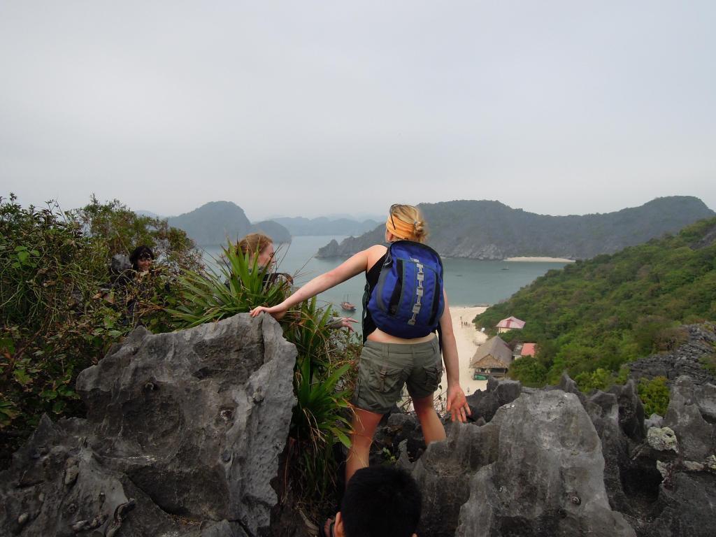 Zdobywanie szczytu Wyspy Małp, Zatoka Lan Ha, fot. M. Lehrmann