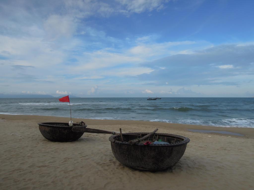 Plecione rybackie łódki, China Beach, fot. A. Mielczarek