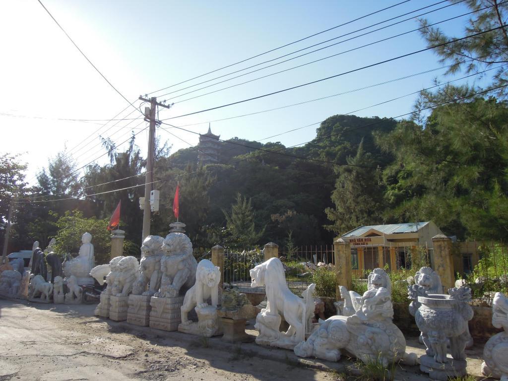 Marmurowe rzeźby na sprzedaż, Marmurowe Góry, fot. M. Lehrmann