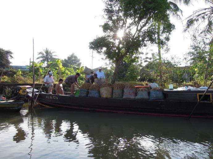 Handlarze na łodzi, An Binh, fot. M. Lehrmann
