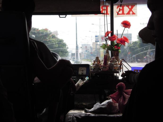 Kapliczka w autobusie, katoliccy kierowcy trzymają w tym miejscu obrazek Maryi, fot. M. Lehrmann