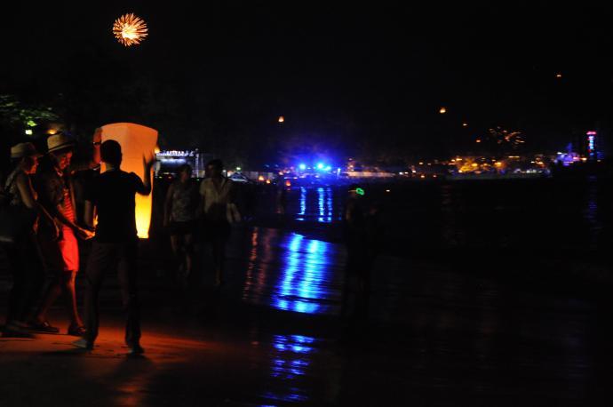 Plaża Patong, w oddali impreza Paris Hilton, Sylwester 2012, Phuket, fot. Ulka Kupińska