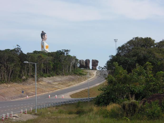 Gigantyczna statua Buddy, Park Narodowy Bokor, fot. A. Mielczarek