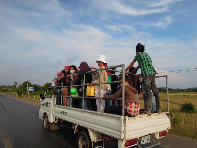 Przewóz osób w Kambodży, fot. M. Lehrmann