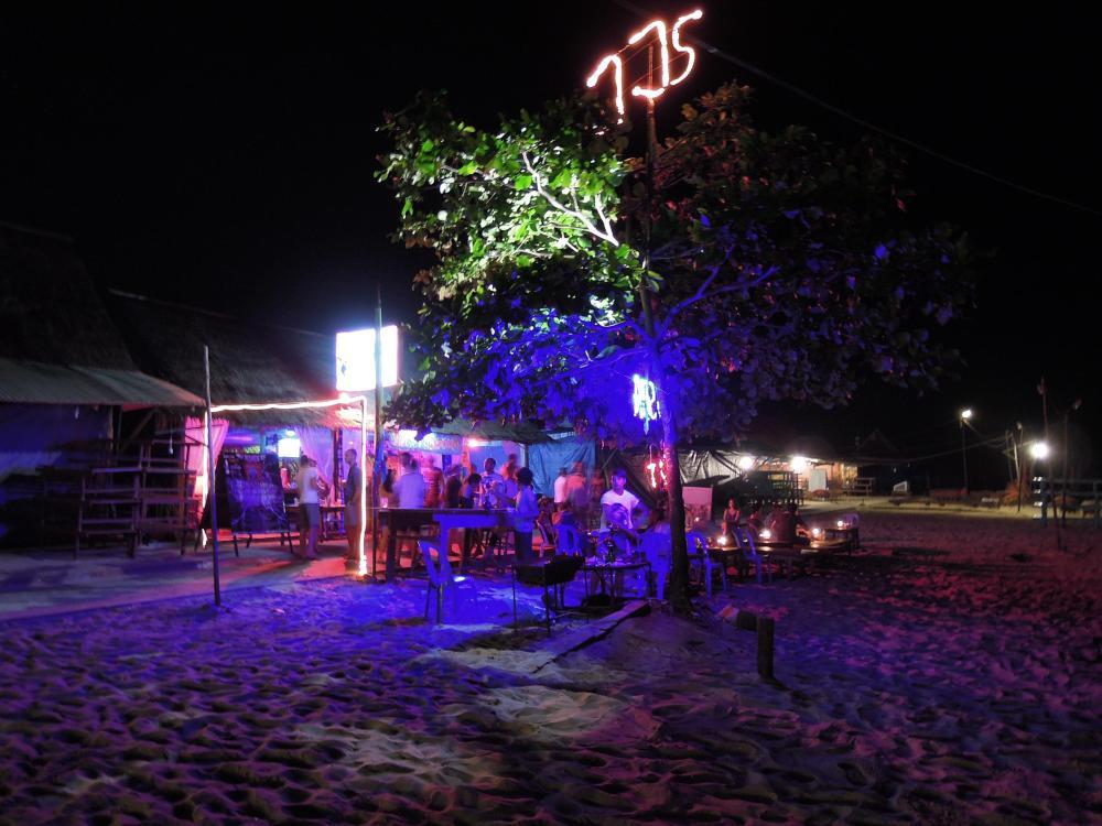 Bar na plaży Occheutal, Sihanoukville, fot. M. Lehrmann