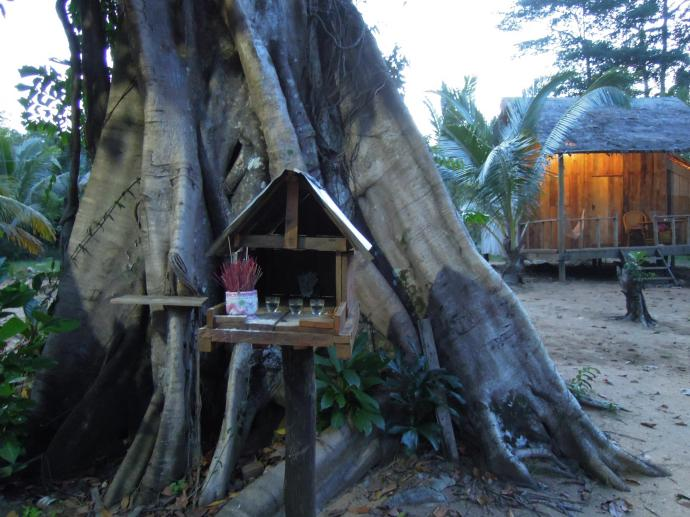 Kapliczka z kadzidłami, Koh Rong Samloem, fot. M. Lehrmann