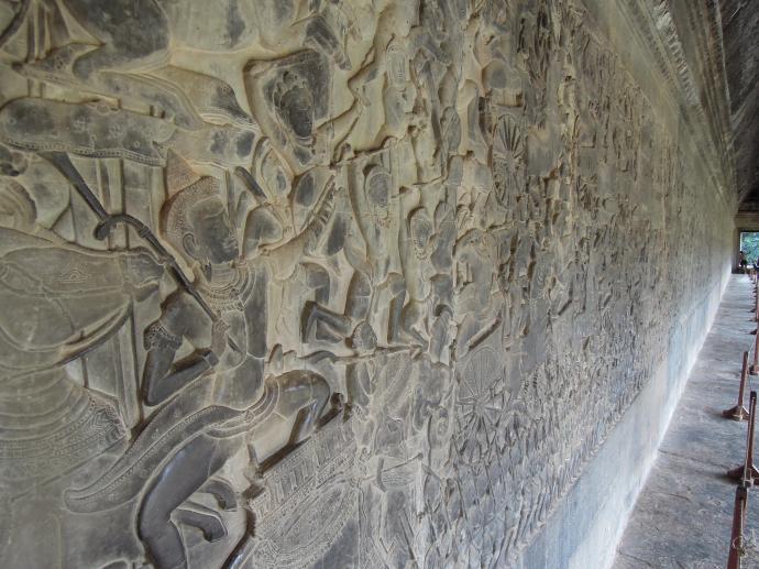 Płaskorzeźba w południowej galerii Angkor Wat przedstawia scenę bitwy o Kurukshetra z Mahabharaty, indyjskiej epopei, fot. M. Lehrmann