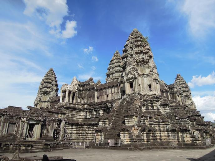 Angkor Wat, XIII w. Jak twierdzą niektórzy uczeni, zbudowana z przeznaczeniem na miejsce pochówku potężnego króla Suryavarmana II. Dedykowana bogu Vishnu, fot. M. Lehrmann