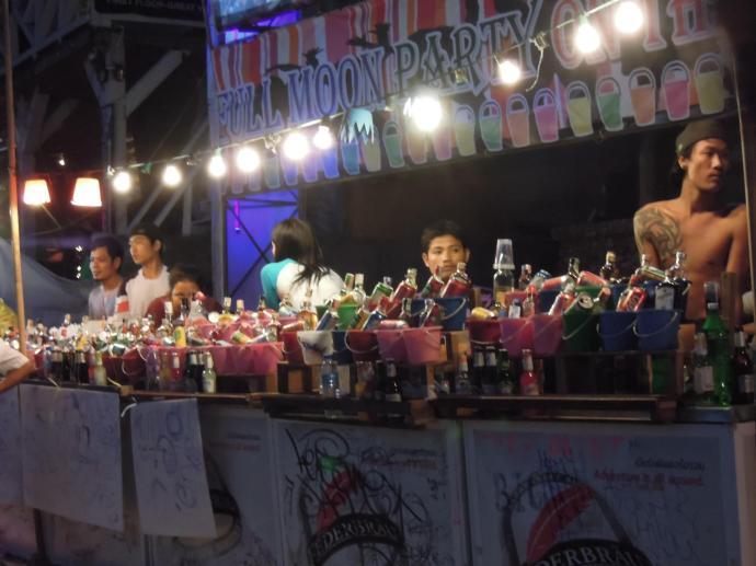 Tu się sprzedaje wiadereczka, Full Moon Party, Koh Phangan, fot. A. Mielczarek