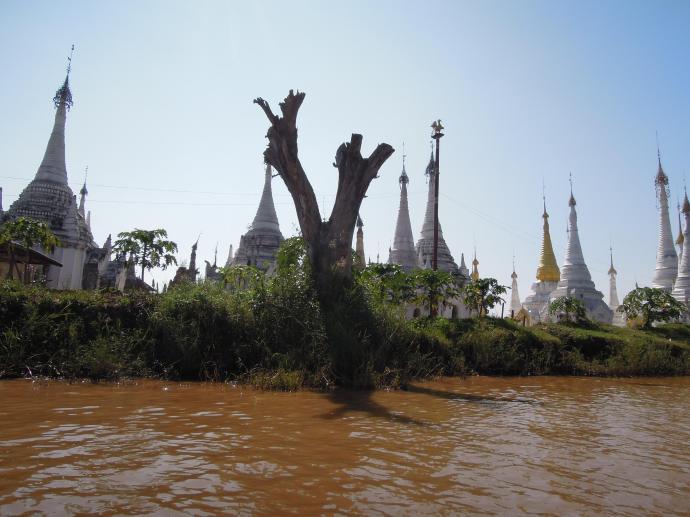 Stupy, buddyjskie budowle sakralne, fot. M. Lehrmann