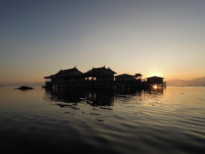 Zachód słońca nad Inle, fot. M. Lehrmann