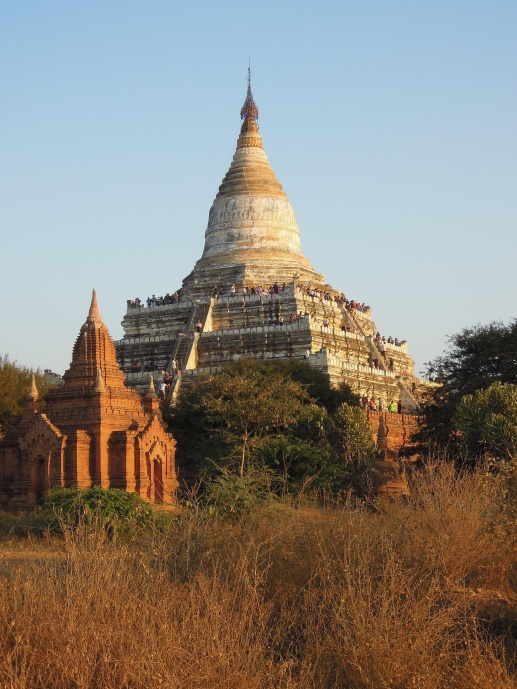 Shwe-San Daw Pagoda, popularna zwłaszcza tuż przed zachodem słońca, fot. M. Lehrmann