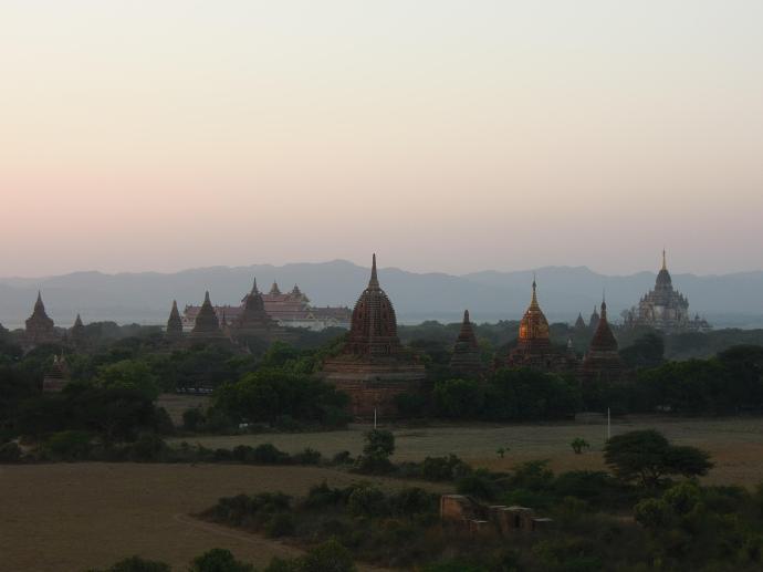 Świątynie stoją, podczas gdy z reszty drewnianego miasta nic już nie zostało, fot. M. Lehrmann