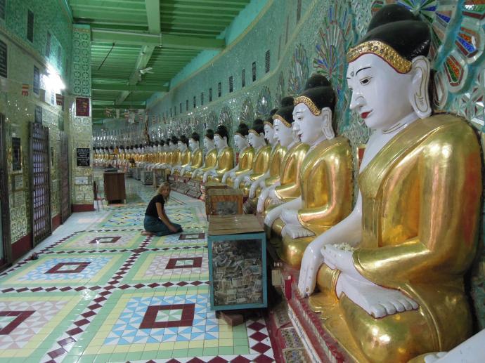 I podglądacze w świątyni, Sagaing, fot. M. Lehrmann