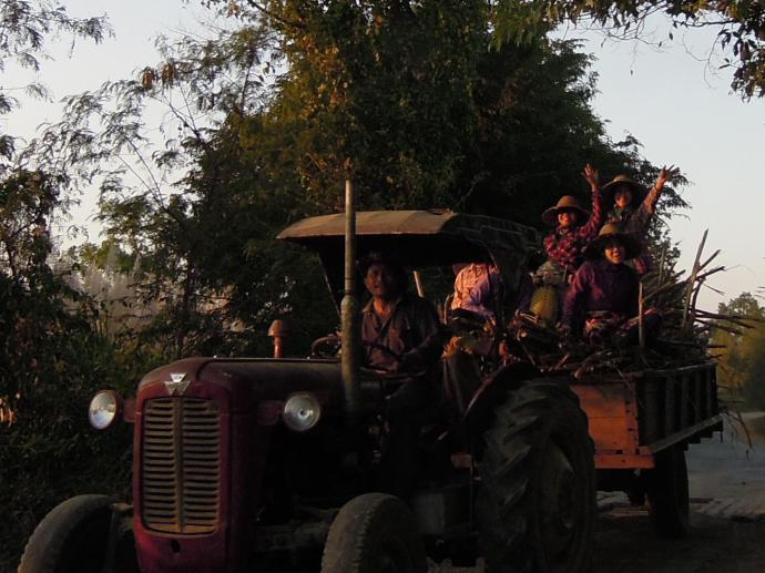 Spotkanie na drodze, okolice Nyaung Shwe, fot. M. Lehrmann