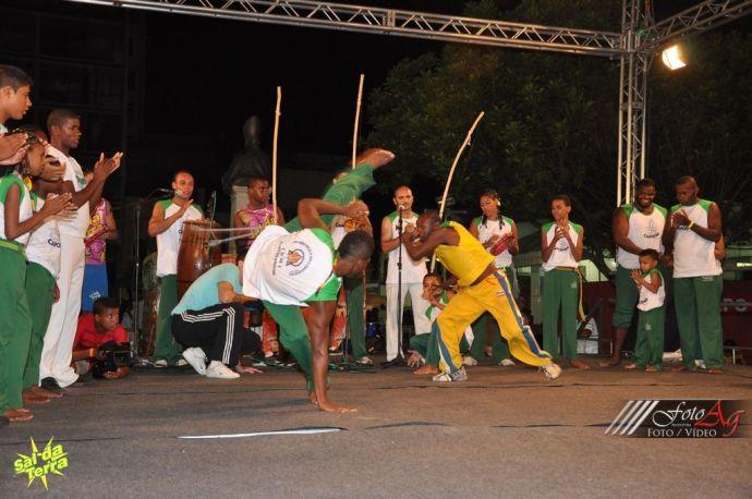 Capoeira, zdjęcie zamieszczamy dzięki uprzejmości organizacji Sal da Terra, http://www.saldaterra.art.br/2013/