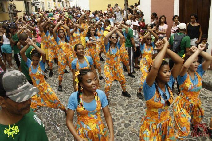 Karnawałowy taniec, zdjęcie zamieszczamy dzięki uprzejmości organizacji Sal da Terra, http://www.saldaterra.art.br/2013/