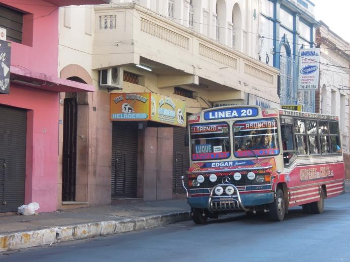 Kolorowy autobus miejski, Asuncion, fot. M. Lehrmann