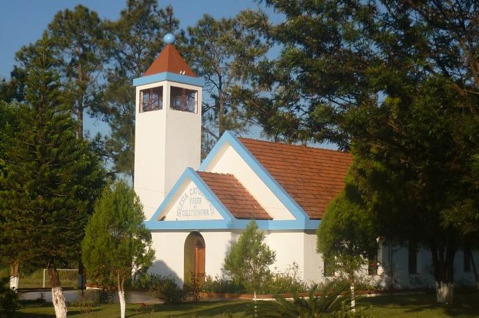 Polski Kościół, Carmen del Parana niedaleko Fram, Paragwaj, fot. Nela i Carlos Włosek