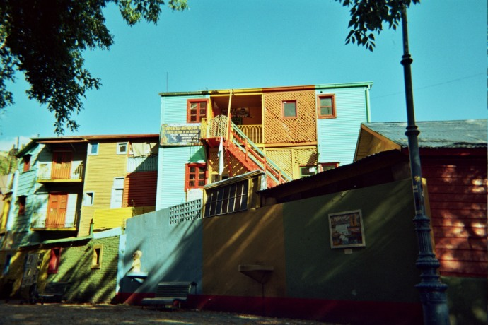 Conventillos - niewielkie domy złożone z pojedynczych pokoi wynajmowanych przez rodziny lub grupę osób, ze wspólną dla wszystkich kuchnią i łazienką, fot. M. Lehrmann