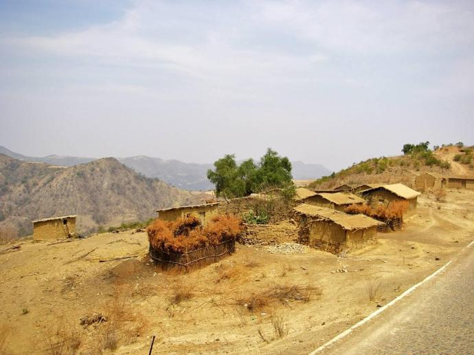 Prymitywne domy w rejonie Andów, Boliwia, fot. Fran A. Acero. Zdjęcie pochodzi ze strony autora http://www.viajeserraticos.com/