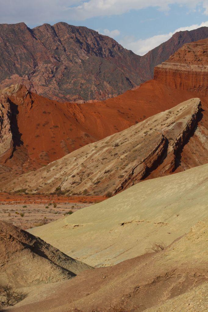 Wielokolorowe skały w Dolinie Calchaquí, północno-zachodnia Argentyna, fot. O'n'G
