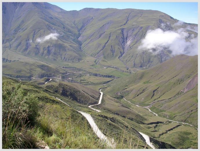 Cuesta del Obispo w prowincji Salta, Argentyna, fot. Fran A. Acero. Zdjęcie pochodzi ze strony autora http://www.viajeserraticos.com/