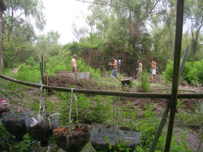Praca w ogrodzie, zdjęcie pochodzi z profilu Leonardo Jara na Facebooku