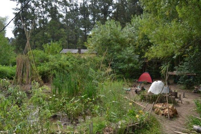 Namioty w eko-wiosce, zdjęcie pochodzi z profilu Leonardo Jara na Facebooku