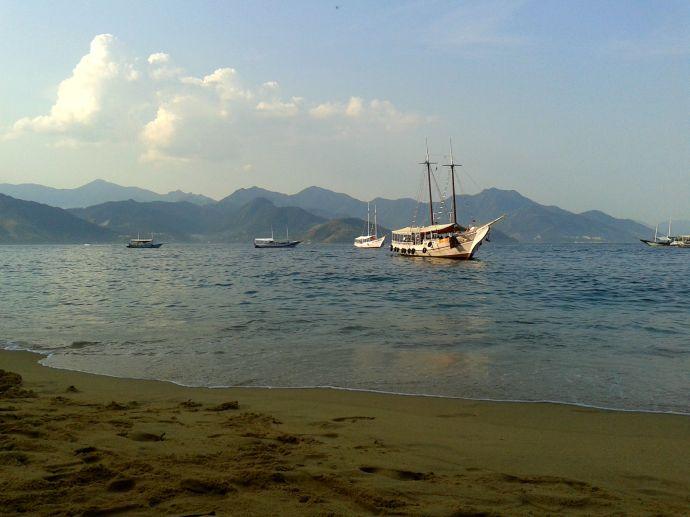 Łodzie w zatoce, Ilha Grande, fot. Otavio de Melo