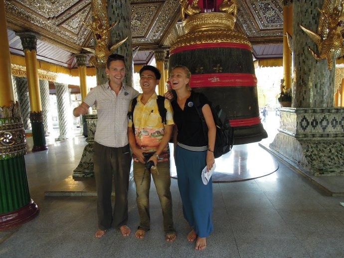 I zdobywamy przyjaciół. Shwedagon pagoda, Yangoon, Birma, fot. Paing Myint Zaw Oo