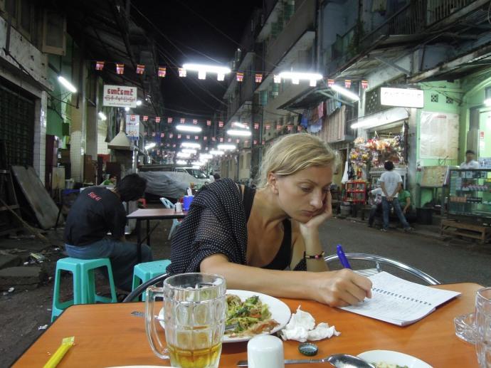 Pisząc dla was, zapominamy o kolacji. Chudniemy. Yangoon, Birma, fot. Martin Lehrmann