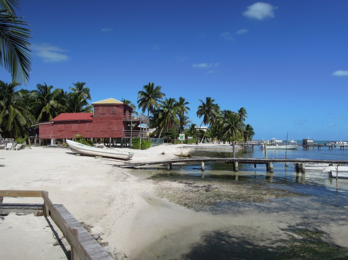 Tradycyjny dom na palach, Caye Caulker, Belize, fot. M. Lehrmann
