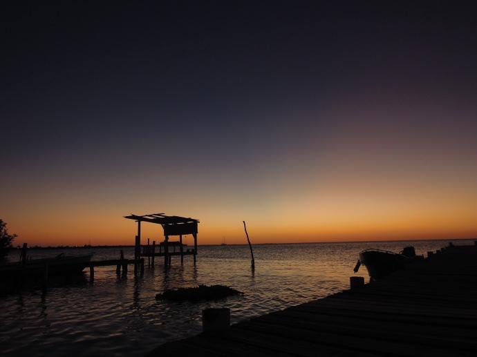 Zachód słońca nad Morzem Karaibskim, Caye Caulker, Belize, fot. M. Lehrmann