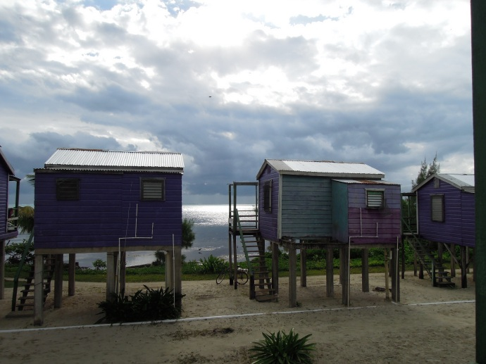 Budy w pierwszym rzędzie są dwa razy droższe niż te w drugim, Caye Caulker, Belize, fot. M. Lehrmann