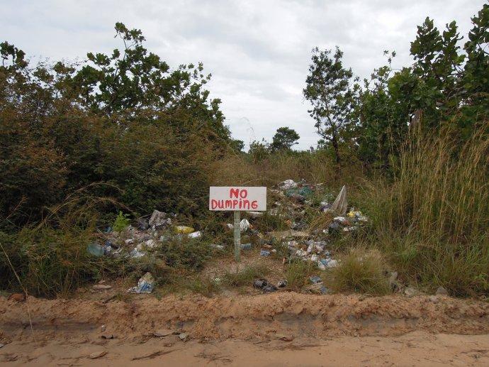 Nie rzucać odpadów – głosi znak, Hopkins, Belize, fot. M. Lehrmann
