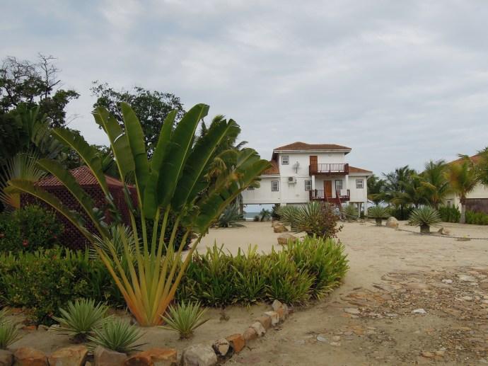 Kiedy obcokrajowcy budują domy na wybrzeżu wyglądają one tak, Hopkins, Belize, fot. M. Lehrmann