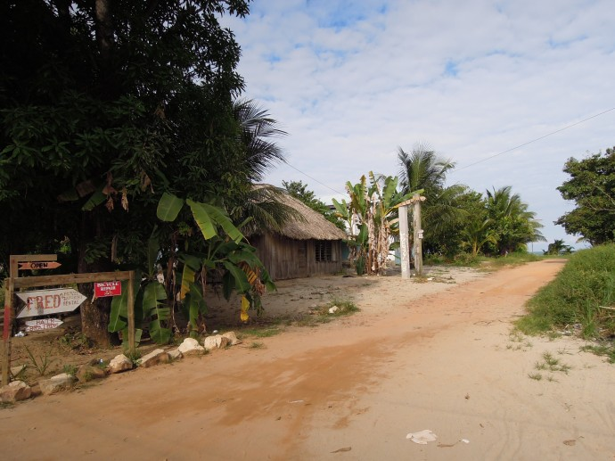 Lokalni natomiast nierzadko mieszkają tak, Hopkins, Belize, fot. M. Lehrmann