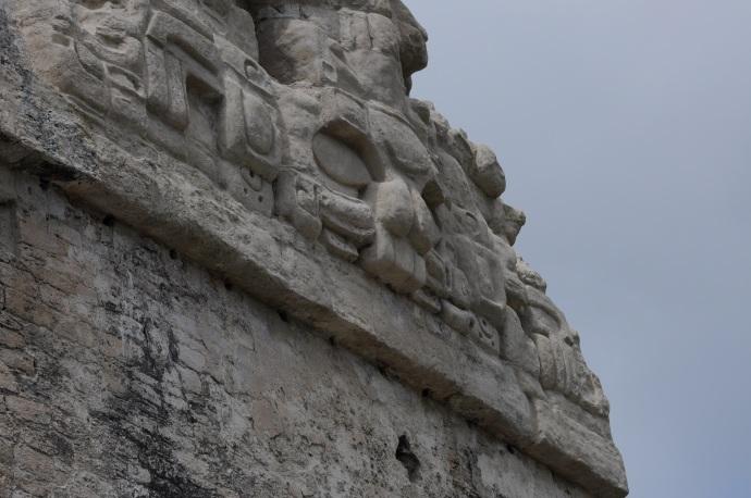 Płaskorzeźby zdobiące Świątynię II, niegdyś bliźniaczą wieżę Świątyni Wielkiego Jaguara, Tikal, Gwatemala, fot. Ulka Kupińska
