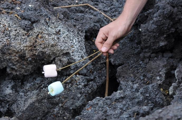 Pianki pieczone na wulkanie, Wulkan Pacaya, Gwatemala, fot. Ula Kupińska