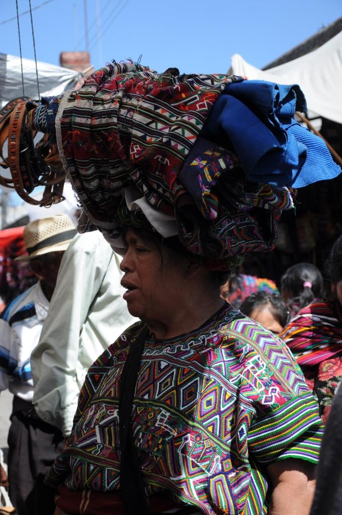 Jak efektywnie transportować towar,  Chichicastenango, Gwatemala, fot. Ula Kupińska