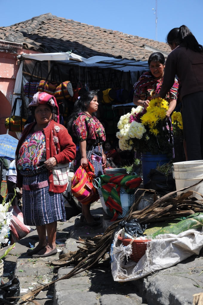 Indianki w tradycyjnych strojach, Chichicastenango, Gwatemala, fot. Ula Kupińska